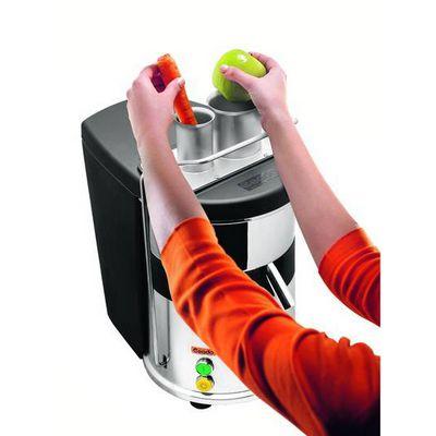 ceado es700 centrifugal juicer in use