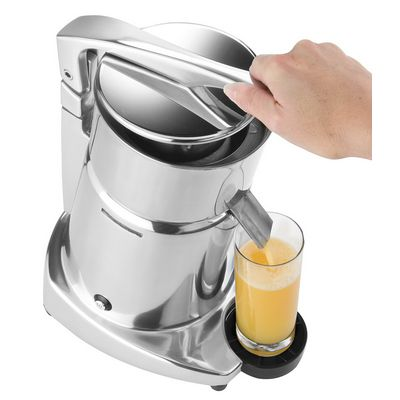 ceado sl98 automatic citrus juicer in use